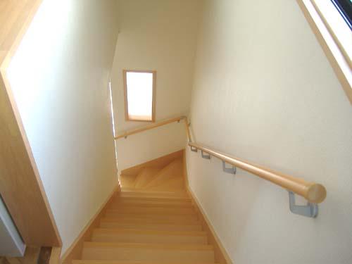 古い階段を新しく、明るく!