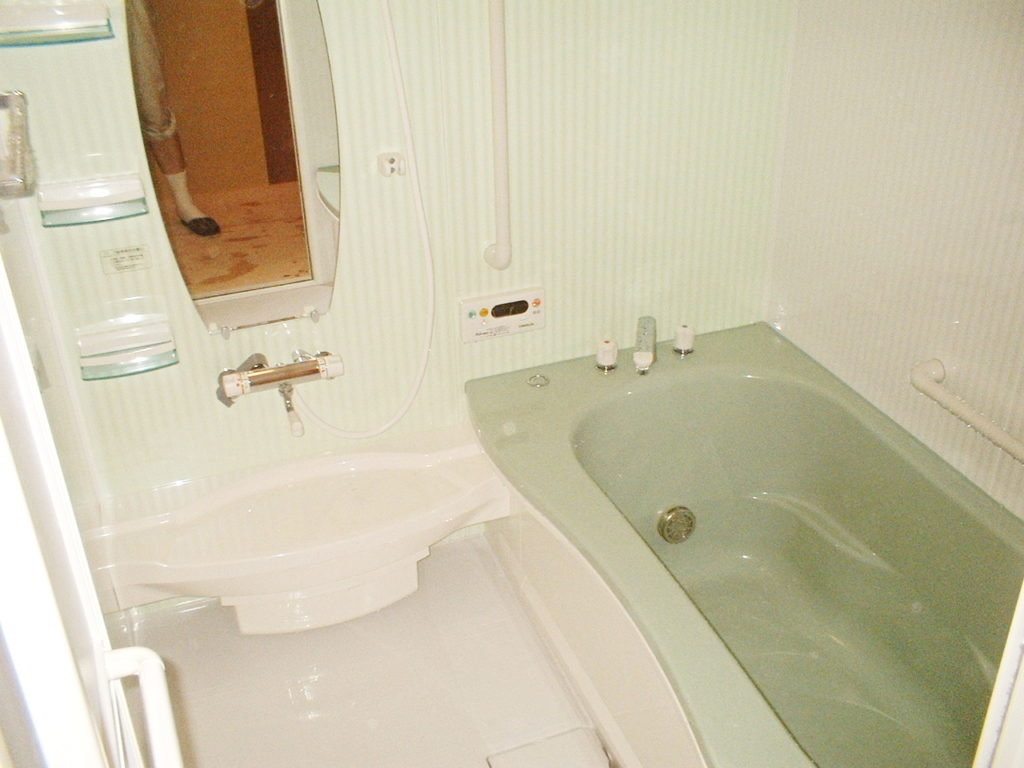 浴槽が深くて出入りが困難!