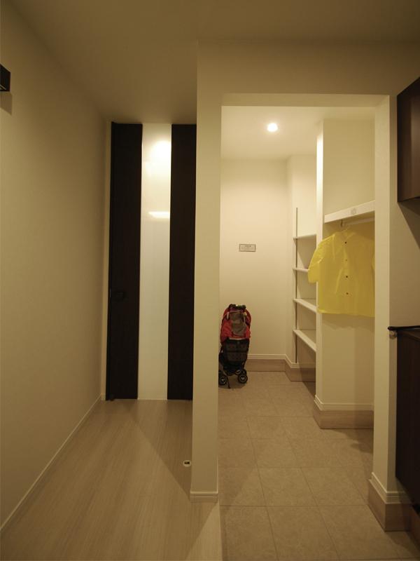 空間をゆるやかに仕切るスキップフロアの家